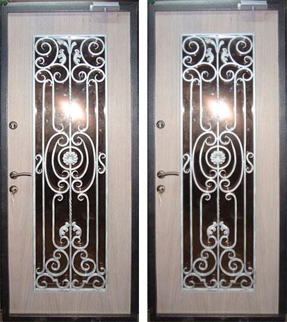двери металлические со стеклопакетом и решеткой